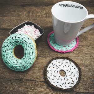 Donut gehäkelt mit Tasse und Untersetzer gehäkelt